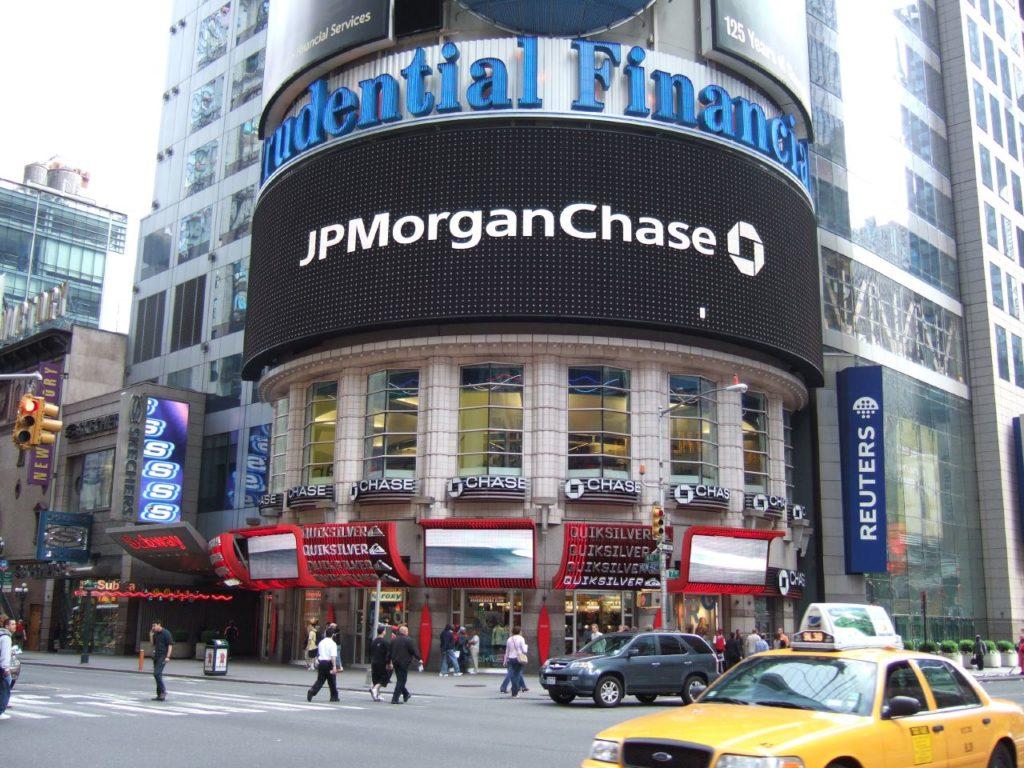 La banca statunitense JP Morgan Chase guida la classifica degli istituti di credito più esposti nei finanziamenti alle fonti fossili. FOTO: Ben Sutherland (CC BY 2.0)